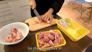 Đam Mê Ẩm Thực Làm-sạch-và-chặt-gà-vừa-miếng