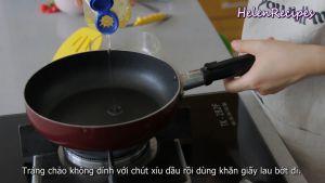 Đam Mê Ẩm Thực Láng-chảo-chống-dính-với-chút-Dầu-ăn-rồi-dùng-khăn-giấy-lâu-bớt-đi-ở-lửa-vừa