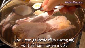 Đam Mê Ẩm Thực Luộc-1-con-gà-hoặc-hầm-xương-gà-với-1-củ-hành-tây-và-1-tbsp-muối-trong-khoảng-30-60-phút-thỉnh-thoảng-vớt-bọt
