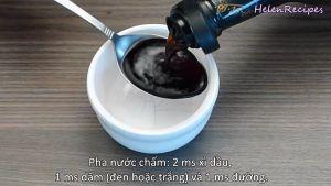 Đam Mê Ẩm Thực Nước-chấm-Cho-2-tbsp-Nước-tương-Maggi-1-tbsp-Dấm-1-tbsp-Đường-Ớt-thái-lát-nhỏ-vào-bát-và-khuấy-đều