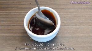 Đam Mê Ẩm Thực Nước-chấm-Cho-2-tbsp-Nước-tương-Maggi-1-tbsp-Dấm-1-tbsp-Đường-Ớt-thái-lát-nhỏ-vào-bát-và-khuấy-đều3