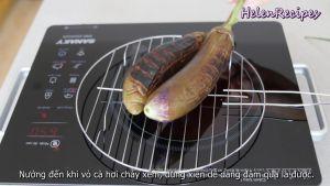 Đam Mê Ẩm Thực Nướng-cà-trực-tiếp-trên-bếp-lửa-cho-đến-khi-vỏ-cà-hơi-cháy-xém-có-thể-thử-bằng-cách-dùng-xiên-dễ-dàng-đâm-qua-là-được3