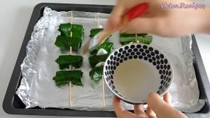 Đam Mê Ẩm Thực Quết-dầu-trước-và-trong-khi-nướng-lên-mặt-lá-lốt-để-tránh-bị-cháy-hoặc-khô