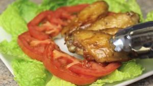 Đam Mê Ẩm Thực Sau-đó-cho-cánh-gà-ra-đĩa-và-hoàn-thành