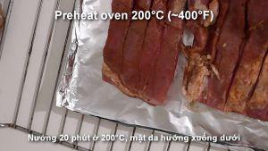 Đam Mê Ẩm Thực Sau-3-tiếng-đặt-miếng-thịt-heo-lên-khay-đã-lót-giấy-bạc-và-nướng-trong-20-phút-ở-200C-mặt-da-bì-hướng-xuống-dưới