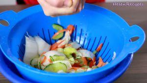 Đam Mê Ẩm Thực Sau-3-tiếng-xả-nước-vài-lần-cho-hết-muối-rồi-vắt-ráo-nước3