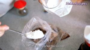 Đam Mê Ẩm Thực Sau-5-10-phút-thêm-3-tbsp-Bột-năng-hoặc-bột-bắp.-Xóc-đều-cho-đến-khi-bột-áo-phủ-quanh-miếng-sườn