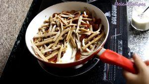 Đam Mê Ẩm Thực Sau-khi-đã-đều-bật-lại-bếp-với-lửa-vừa-đảo-đều-thêm-vài-phút-rồi-tắt-bếp-cho-thêm-trứng-cút-và-hạt-tiêu-vào
