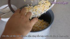 Đam Mê Ẩm Thực Sau-khi-đã-ráo-nước-cho-Gạo-nếp-Đậu-xanh-hỗn-hợp-nước-cốt-dừa-ở-bước-2-60ml-Nước-vào-nồi-cơm-điện-Mực-nước-chỉ-sâm-sấp-mặt-gạo-là-vừa-và-nấu-chín