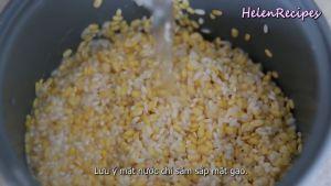 Đam Mê Ẩm Thực Sau-khi-đã-ráo-nước-cho-Gạo-nếp-Đậu-xanh-hỗn-hợp-nước-cốt-dừa-ở-bước-2-60ml-Nước-vào-nồi-cơm-điện-Mực-nước-chỉ-sâm-sấp-mặt-gạo-là-vừa-và-nấu-chín3