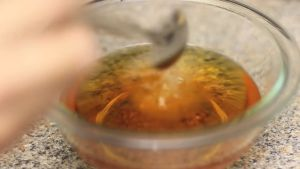 Đam Mê Ẩm Thực Sau-khi-hỗn-hợp-nước-mắm-ở-bước-1-đã-nguội-cho-từng-thìa-nhỏ-nước-cốt-chanh-nếm-và-cho-thêm-cho-đến-khi-vừa-khẩu-vị-và-khuấy-đều2