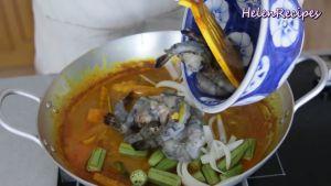 Đam Mê Ẩm Thực Sau-khi-khoai-và-bí-đỏ-mềm-cho-Đậu-bắp-Hành-tây-Tôm-vào-và-đun-sôi-trong-3-5-phút3