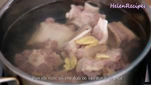 Đam Mê Ẩm Thực Sau-khi-nước-đã-sôi-cho-đuôi-bò-3-nhánh-Gừng-đập-dập-1-tbsp-Rượu-trắng-khử-mùi-vào-và-đun-trong-5-10-phút2