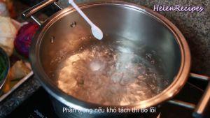 Đam Mê Ẩm Thực Sau-khi-nước-soi-thêm-muối-bắp-cải-vào-nồi-và-đun-trong-3-4-phút-rồi-vớt-bắp-cải-ra-gỡ-nhẹ-từng-lá-ra-sẽ-dễ-hơn