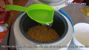 Sau-khi-ngâm-cho-Đậu-xanh-12-cup-Nước-vào-nồi-cơm-điện-và-nấu-chín2