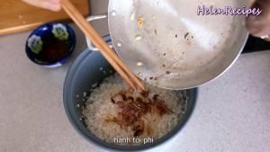 Đam Mê Ẩm Thực Sau-khi-ráo-nước-cho-gạo-nếp-1-tsp-Bột-nêm-12-tsp-Muối-Hành-tím-Tỏi-phi-vàng-Hạt-tiêu-2-tsp-Dầu-nghệ-ở-bước-4-cơm-có-màu-vàng-đẹp-vào-nồi-cơm-và-xóc-đều3