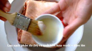 Đam Mê Ẩm Thực Sau-khi-tẩm-ướp-xong-phần-thịt-heo-lau-sạch-phần-da-bì-và-phết-hỗn-hợp-muối-giẩm-ở-bước-2-lên3