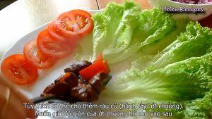 Đam Mê Ẩm Thực Sau-khi-thịt-chín-đủ-độ-cho-ra-đĩa-đã-sắp-sẵn-xà-lách-và-cà-chua