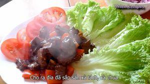 Đam Mê Ẩm Thực Sau-khi-thịt-chín-đủ-độ-cho-ra-đĩa-đã-sắp-sẵn-xà-lách-và-cà-chua2