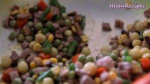 Đam Mê Ẩm Thực Thêm-1-cup-Rau-củ-đậu-đũa-cà-rốt-ngô-thái-hạt-lựu-12-số-hạt-sen-1-tsp-Bột-nêm-đã-luộc-và-đảo-đều3