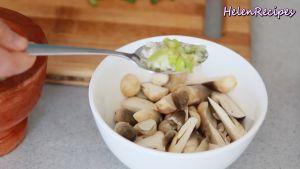Đam Mê Ẩm Thực Thêm-1-tbsp-Phần-củ-trắng-hành-lá-băm-nhỏ-1-tsp-Bột-nêm-chay-12-tsp-Hạt-tiêu-và-trộn-đều