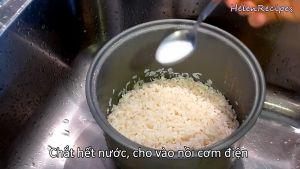 Đam Mê Ẩm Thực Thêm-12-tsp-Muối-12-tsp-Tinh-dầu-lá-dứa-2-tbsp-Dừa-nạo-1-cup-Nước-cốt-dừa.-Trộn-và-xóc-đều-Mực-nước-cốt-dừa-chỉ-ngang-mức-gạo-nếp