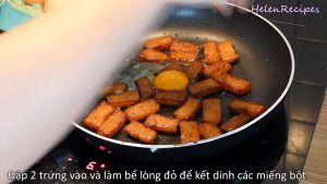 Đam Mê Ẩm Thực Thêm-2-quả-trứng-và-đảo-đều-cho-quyện-với-từng-miếng-bột