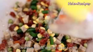 Đam Mê Ẩm Thực Thêm-phần-rau-củ-giò-lạp-xưởng-vào-và-xào-trong-3-phút-cho-ngấm-gia-vị
