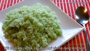Đam Mê Ẩm Thực Xôi-chín-xới-ra-đĩa-rắc-dừa-nạo-và-mè-rang-lên-trên