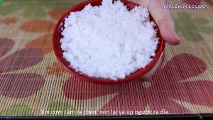 Đam Mê Ẩm Thực Xới-cơm-vào-bát-tạo-khuôn-và-cho-cơm-ra-đĩa