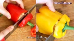 Đam Mê Ẩm Thực 1-quả-Ớt-chuông-đỏ-1-quả-Ớt-chuông-vàng-rửa-sạch-loại-bỏ-hạt-và-cắt-miếng-vuông
