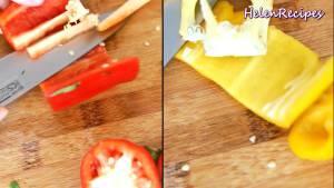 Đam Mê Ẩm Thực 1-quả-Ớt-chuông-đỏ-1-quả-Ớt-chuông-vàng-rửa-sạch-loại-bỏ-hạt-và-cắt-miếng-vuông2