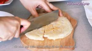 Đam Mê Ẩm Thực Cắt-bánh-phở-chiên-thành-miếng-vừa-ăn-và-cho-ra-đĩa