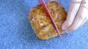 Đam Mê Ẩm Thực Cắt-bánh-thành-từng-miếng-vừa-ăn-dammeamthuc.com_