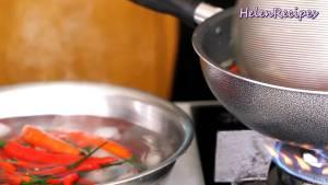 Đam Mê Ẩm Thực Cho-Ớt-Cà-chua-vào-chảo-nước-sôi-trần-trong-2-3-phút3-dammeamthuc.com_