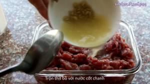 Đam Mê Ẩm Thực Cho-12-tsp-Muối-12-tsp-Hạt-tiêu-1-tsp-Bột-Nêm-1-tbsp-Đường-vào-500g-Thịt-bò-thái-mỏng-ngang-thớ-và-trộn-đều7