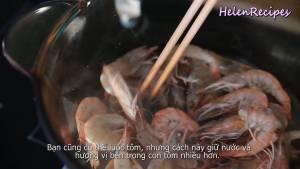 Đam Mê Ẩm Thực Cho-200g-Tôm-vào-nồi-nóng-rang-với-lửa-vừa-cho-đến-khi-tôm-chuyển-sang-màu-cam-không-dùng-dầu-ăn