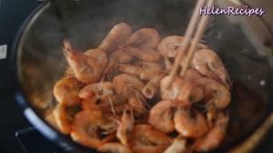 Đam Mê Ẩm Thực Cho-200g-Tôm-vào-nồi-nóng-rang-với-lửa-vừa-cho-đến-khi-tôm-chuyển-sang-màu-cam-không-dùng-dầu-ăn2