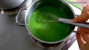 Đam Mê Ẩm Thực Cho-60g-Bột-đậu-xanh-hoặc-bột-năng-2-tbsp-Đường-400ml-Nước-14-tsp-Tinh-dầu-lá-Dứa-vào-nồi-và-khuấy-đều-dammeamthuc.com_