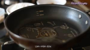 Đam Mê Ẩm Thực Cho-Dầu-ăn-vào-láng-mặt-chảo-đun-nóng-với-lửa-nhỏ-dammeamthuc.com_