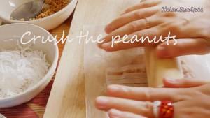 Đam Mê Ẩm Thực Cho-Lạc-đậu-phộng-vào-bao-nilon-và-nghiền-nhỏ2-dammeamthuc.com_