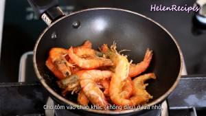 Đam Mê Ẩm Thực Cho-Tôm-ra-chảo-khác-đun-với-lửa-nhỏ-không-dầu-ăn