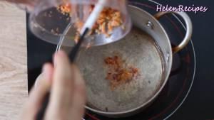 Đam Mê Ẩm Thực Cho-phần-hỗn-hợp-tôm-xay-vào-phần-dầu-nóng-còn-lại-trong-chảo-và-phi-thơm-trong-2-3-phút-với-lửa-vừa-dammeamthuc.com_