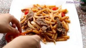Đam Mê Ẩm Thực Cho-ra-đĩa-rắc-hành-lá-và-dùng-kèm-với-các-loại-rau-củ-tùy-ý-nước-tương-Magg-tương-ớt