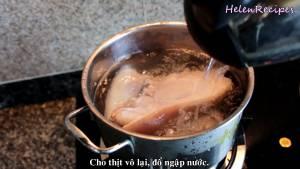 Đam Mê Ẩm Thực Cho-thịt-heo-vào-lại-trong-nồi-và-đổ-ngập-nước2