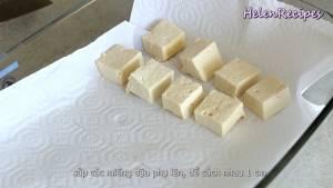 Đam Mê Ẩm Thực Lót-1-lớp-giấy-bếp-bên-dưới-đáy-khay-thủy-tinh-và-trải-đều3-dammeamthuc.com_