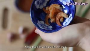 Đam Mê Ẩm Thực Ngâm-Tôm-khô-với-nước-ấm-cho-mềm-dammeamthuc.com_