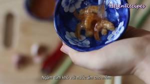 Đam Mê Ẩm Thực Ngâm-Tôm-khô-với-nước-ấm-cho-mềm2-dammeamthuc.com_