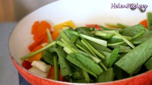 Đam Mê Ẩm Thực Sau-2-phút-cho-Cần-tây-và-rau-cải-vào-đảo-đều