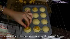 Đam Mê Ẩm Thực Sau-8-phút-thêm-Trứng-Muối-lên-mặt-bánh2-dammeamthuc.com_